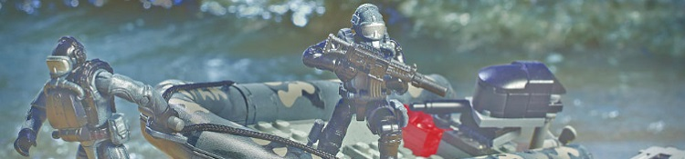 Mega Bloks Call of Duty official figure crouching with minifig weapon sniper rifle, battle rifle, cod call of duty building block brick figure sets. Mega Bloks Call of Duty Toy Sets are Lego compatible.
